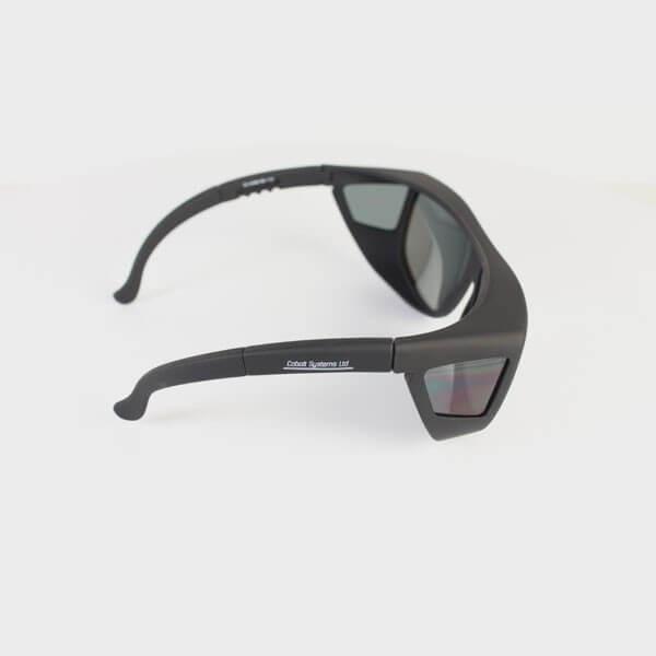 Sur lunettes de soleil verre gris polarisés