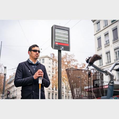 Boitier électronique Rango pour canne blanche arrêt de bus